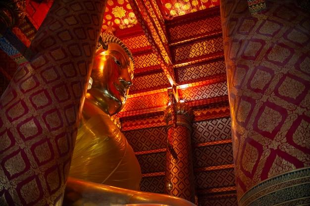 사원, 아유타야 역사 공원에서 불교 동상