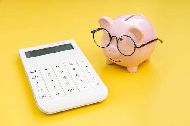 Бюджет, налоговая стоимость и расчет расходов или концепция денег и финансов
