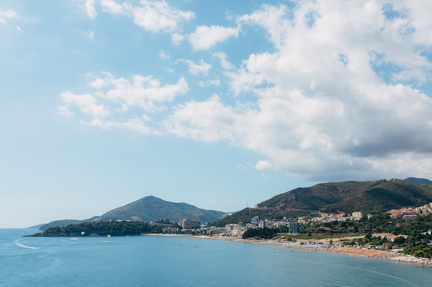 Побережье будвана в черногории побережье городов рафаэловичи и бичичи лонг-бич
