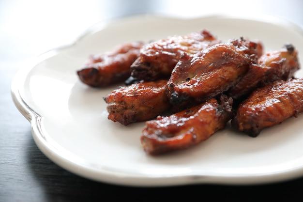 버팔로 윙, 매운 소스를 곁들인 프라이드 치킨