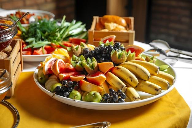 トロピカルフルーツの盛り合わせ各種