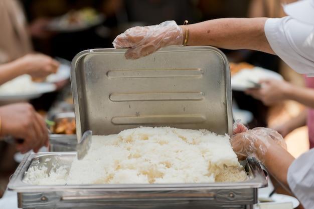 뷔페 음식, 식당에서의 케이터링 음식 파티, 미니 카나페, 간식 및 전채