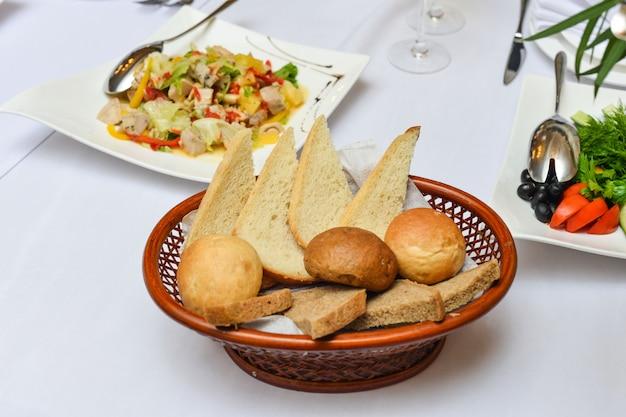Шведский стол, канапе, бутерброды, закуски, праздник, нарезанный, бокалы, праздник, новый год