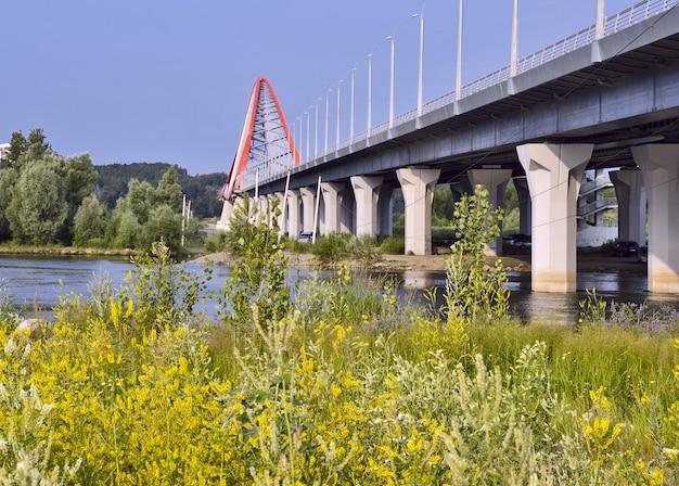 Obを渡るbugrinskij橋