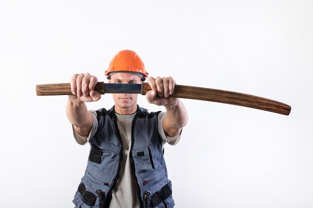 The builder pulls a katana from its sheath in front of him