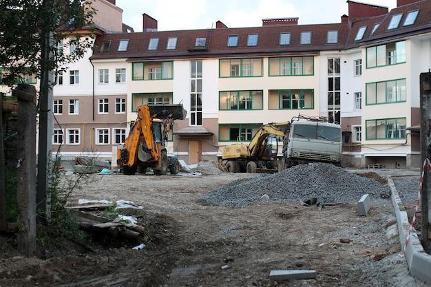 建物のぼやけた建設の背景