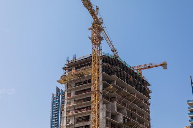 Строительство новых небоскребов.
