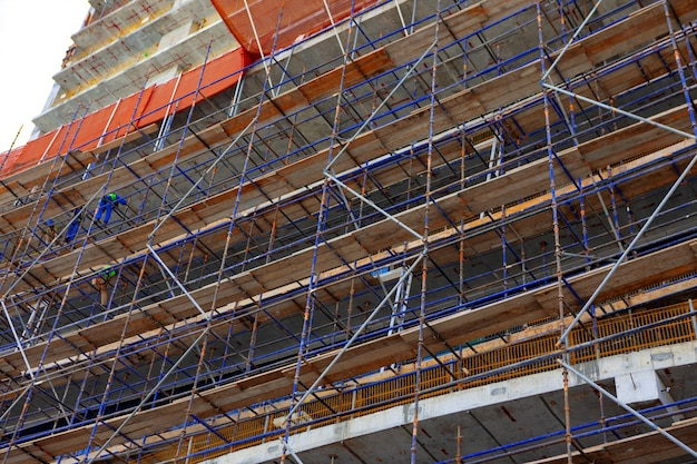アラブ首長国連邦、ドバイの通りに建設現場を建設