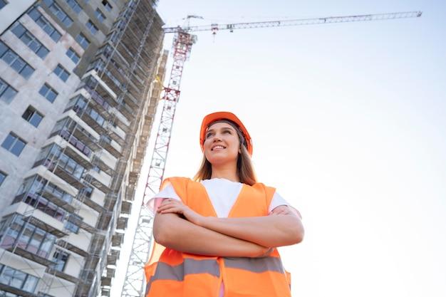 Operaio edile e edile sul sito