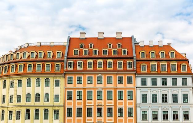 Фасад здания, старинная архитектура, европа