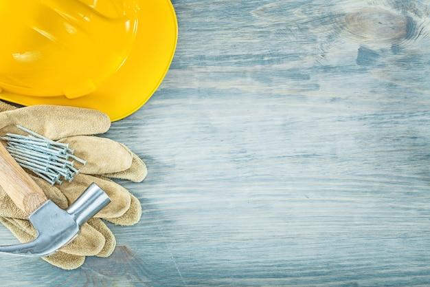 ヘルメットレザー安全手袋爪ハンマー釘木板構造の概念の構築