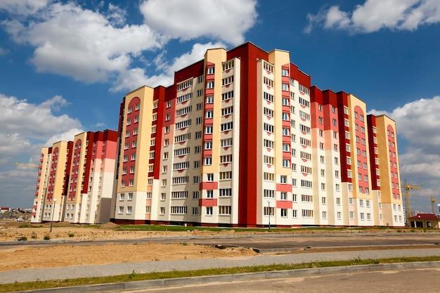 街の新しいエリアに新しい家を建てる