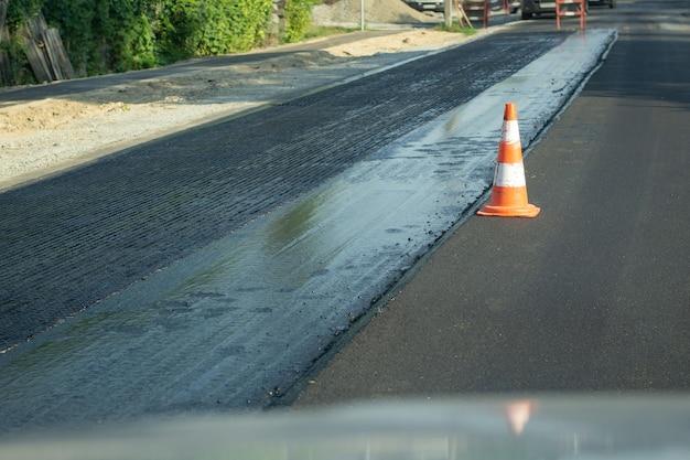 현대 기술을 사용하여 고속도로에 새로운 차선 건설