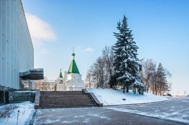 The building of the oblast government and the archangel cathedral in the nizhny novgorod kremlin