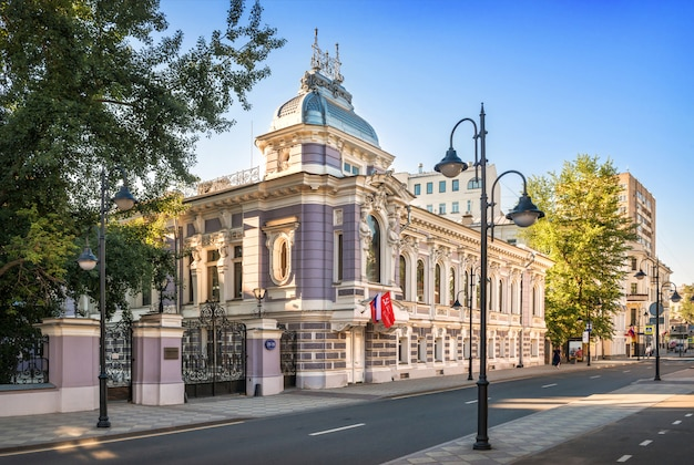 The building of the old mansion of korobkov on pyatnitskaya street in moscow in the rays of the morning summer sun