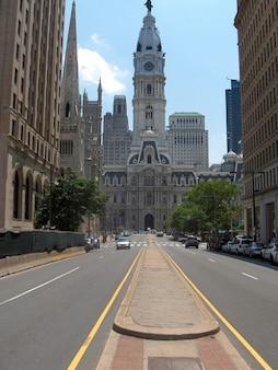 建物ペンシルベニア州フィラデルフィアのダウンタウン街