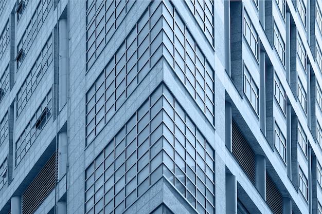 建物の窓をクローズアップ。