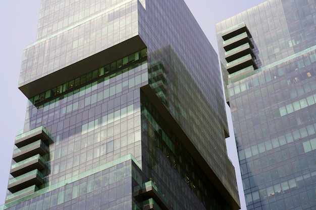 건물 창 근접 촬영입니다. 새로운 동네에 현대 아파트 건물. 조직.