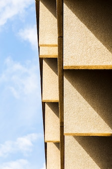 Building with coarse plaster surface