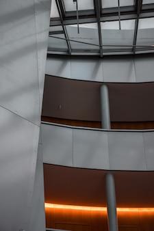 複数のフロアを持つ建物