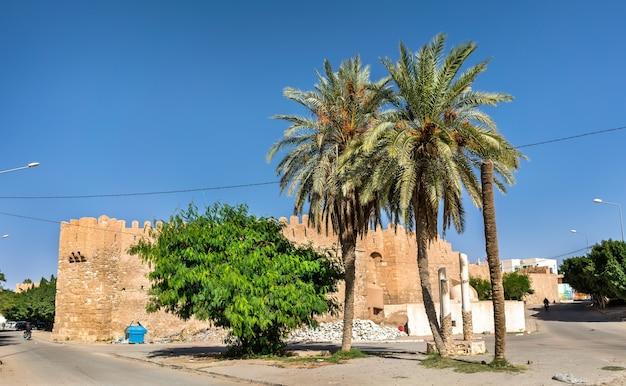 Tozeur, 튀니지의 구시 가지에있는 건물. 북아프리카