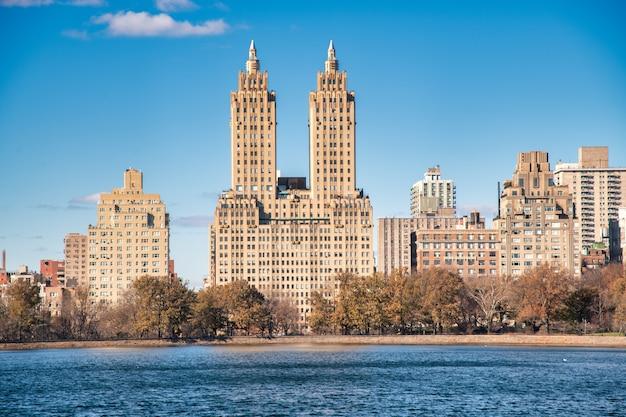 12월의 센트럴 파크에서 맨해튼의 건물 - 뉴욕시