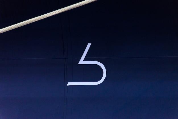 Bulbous bow mark