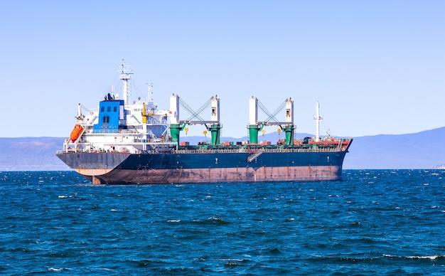 Bulk cargo ship to harbor quayside vladivostok
