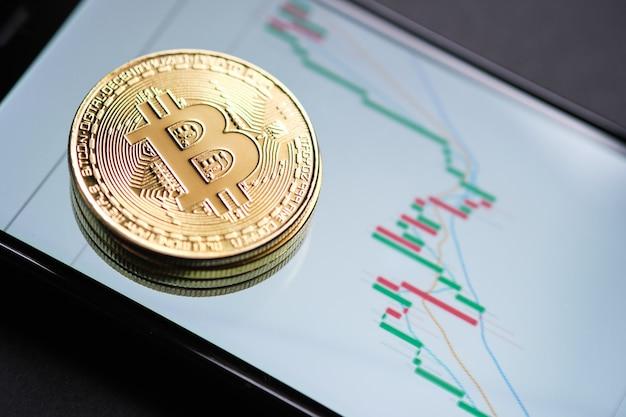 Бычий рыночный тренд. криптовалюта. рост акций биткойнов. график показывает сильный рост цены биткойна. инвестирование в виртуальные активы. инвестиционная платформа с графиками и биткойн-монетой.