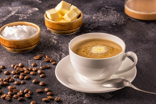 Пуленепробиваемый кофе, смешанный с органическим маслом