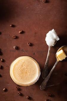 防弾コーヒー、バターとココナッツオイルをブレンドしたケトパレオドリンク