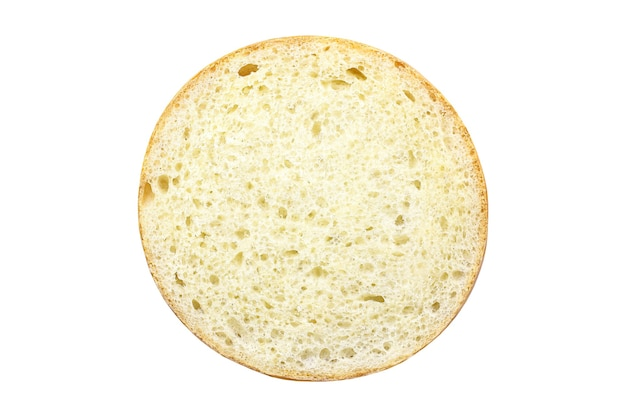 パンの丸いカット、内側はクリッピングパスで白い背景に分離された毛穴のある焼き生地です。