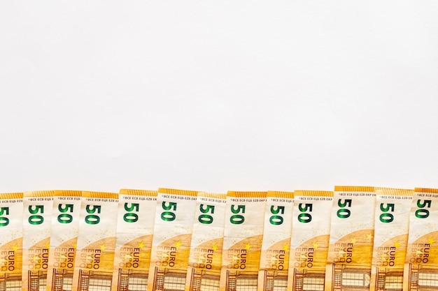Букет из 50 евро счетов с копией пространства. концепция экономии денег