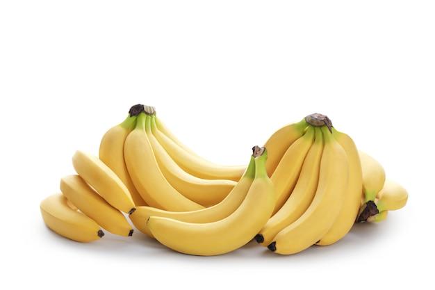 Гроздь бананов, изолированные на белом фоне спелые бананы обтравочный контур качество макроса