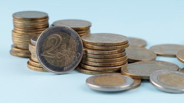 동전 배열 클로즈업의 무리