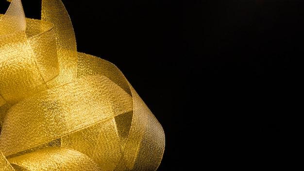 Букет из золотой ленты