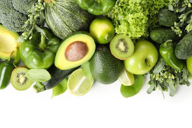 分離された緑の野菜の束