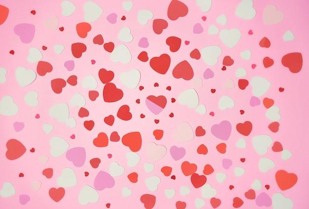 분홍색 배경에 펼쳐진 하트 무리, 평평하다