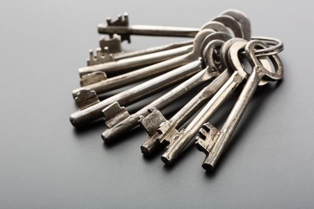 古い鍵の束