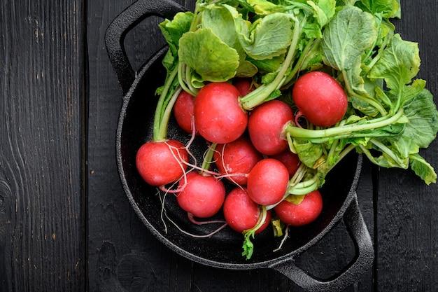 Букет из редиса свежеубранный фиолетовый красочный редис выращивание редиса выращивание овощей