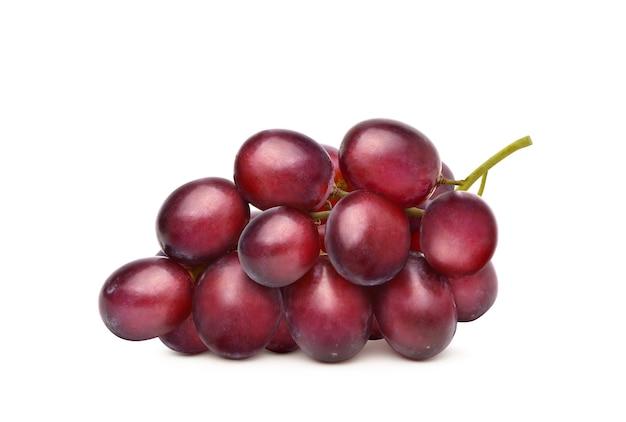 Букет из красного винограда, изолированные на белом фоне.