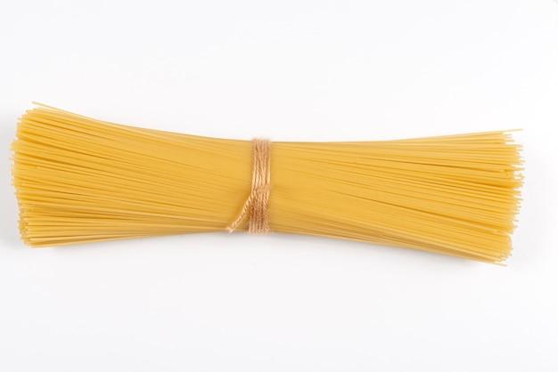Букет спагетти, изолированные на белом фоне