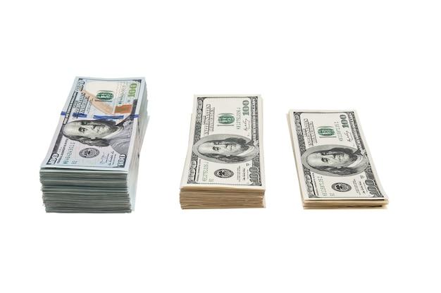 흰색 공간에 고립 된 미국 100 달러 지폐의 번들.