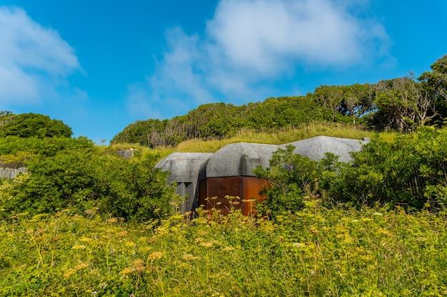 Бункеры времен мировой войны в природном парке сен-жан-де-люз под названием parc de sainte barbe, col de la grun во французской стране басков