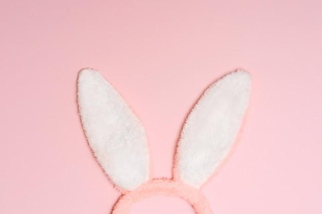ピンクの背景にバニー、ウサギの耳。