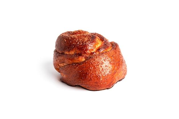 白い背景で隔離のさくらんぼとパン。高品質の写真