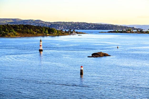 北海のブイ、水からの眺め