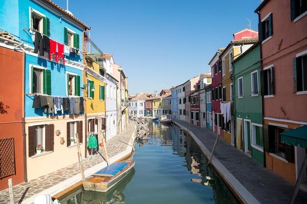 이탈리아 베네치아(venezia)의 부라노(burano) 다채로운 집.