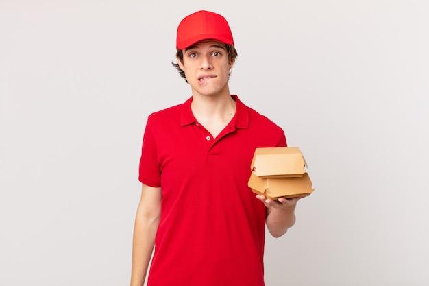 ハンバーガーは困惑して混乱しているように見える男を届けます