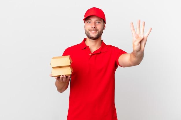 Доставка бургеров мужчина улыбается и выглядит дружелюбно, показывая номер четыре